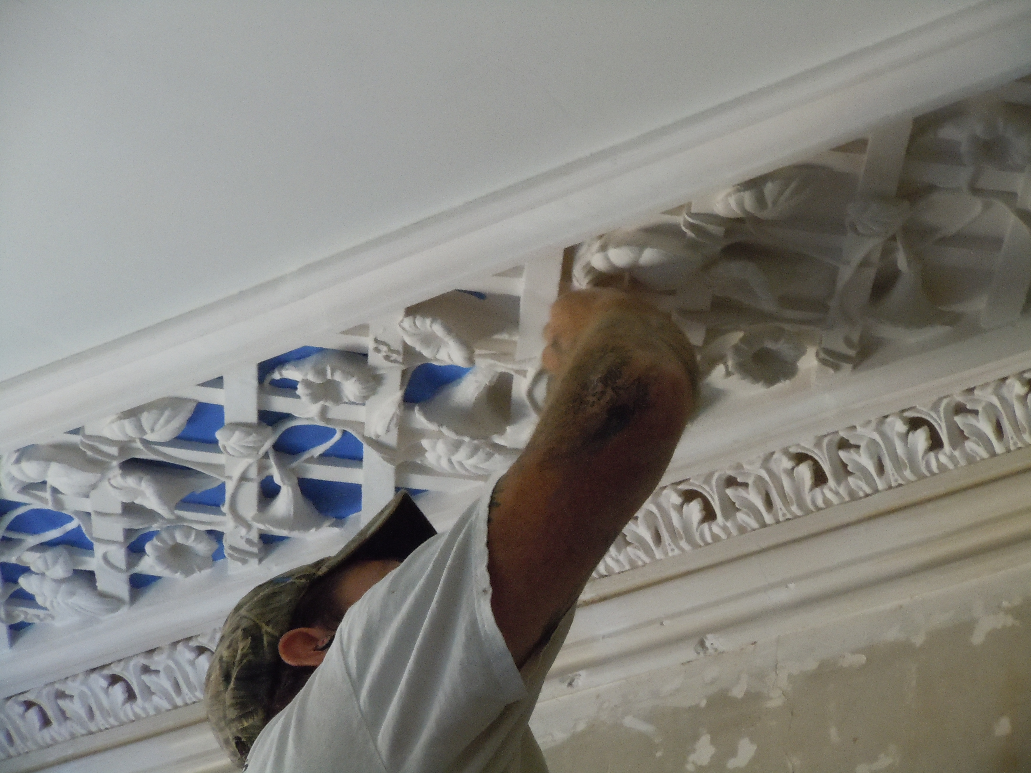 Glenn Pulliam painting the blue ground of the plaster lattice in Glen Mary's upstairs front room, September 2018.
